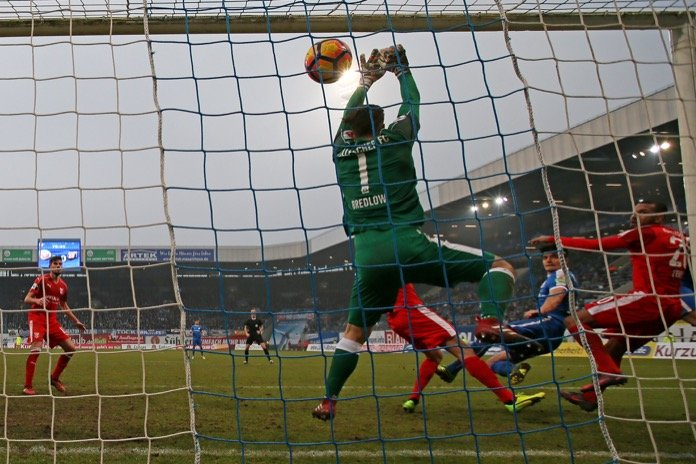 HFC-Keeper Fabian Bredlow beim Spiel gegen Rostock (FOTOSTAND)