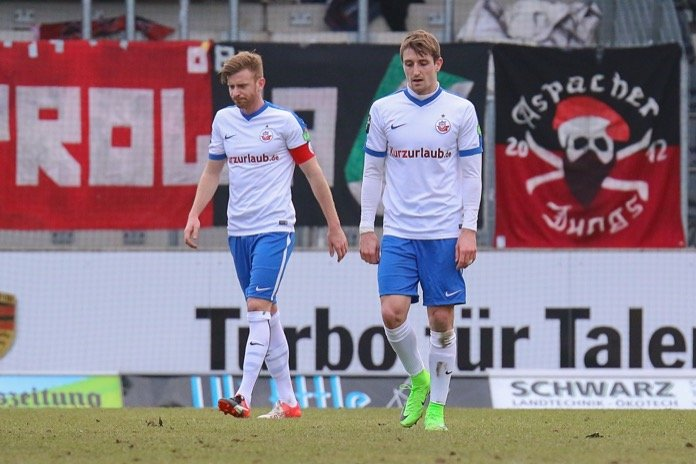 Großaspach punktet trotz Unterzahl gegen Hansa Rostock - Spielbericht + Bilder