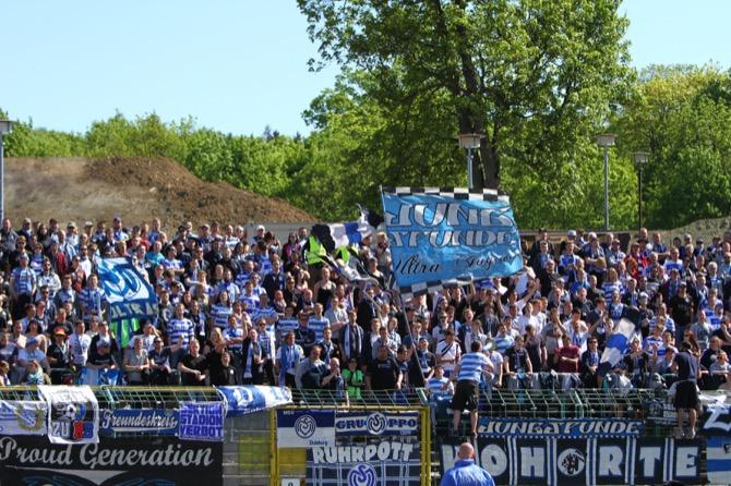 Duisburg Fans in Erfurt (Foto Hübner)