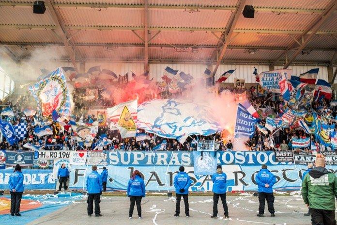 Pyro beim Auswärtsspiel in Erfurt (FOTOSTAND)