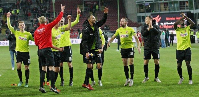 14. Spieltag 18/19: 1. FC Kaiserslautern - Energie Cottbus - Bild