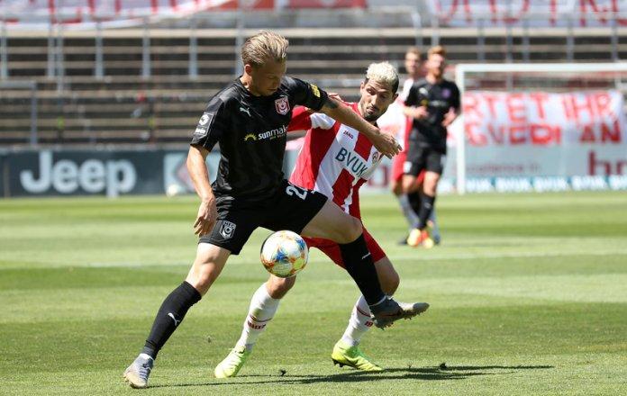 38. Spieltag 19/20: Würzburger Kickers - Hallescher FC - Bild