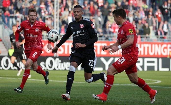 15. Spieltag 17/18: Würzburger Kickers - Hallescher FC