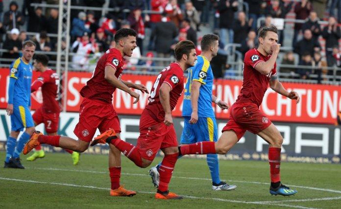 17. Spieltag 18/19: Würzburger Kickers - Carl Zeiss Jena - Bild