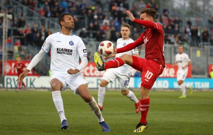 33. Spieltag 18/19: Würzburger Kickers - Karlsruher SC - Bild