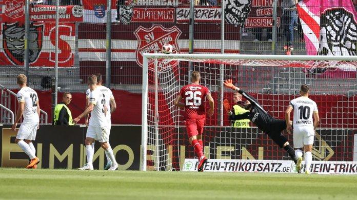 6. Spieltag 18/19: Würzburger Kickers - SV Wehen Wiesbaden - Bild
