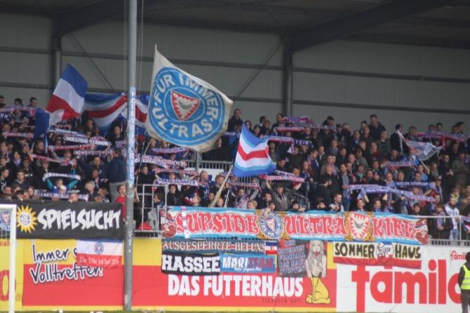 Holstein Fans gegen Großaspach (Marius Heyden)