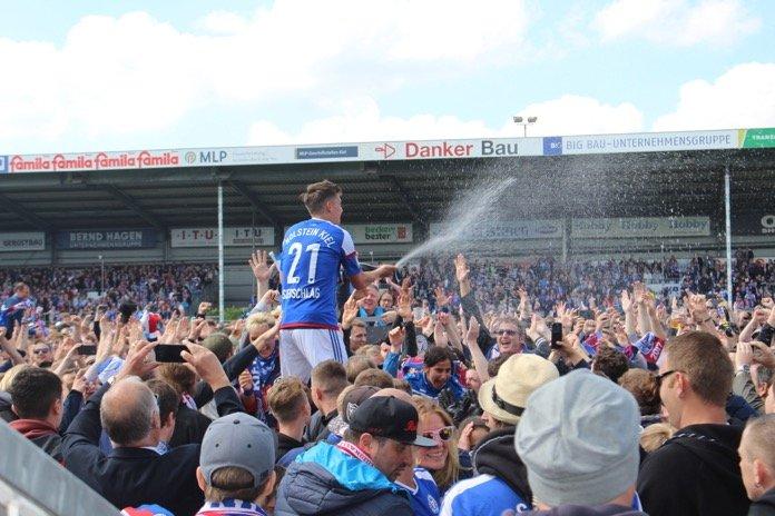 Kieler Fußballparty gegen Halle – Spielbericht + Bilder
