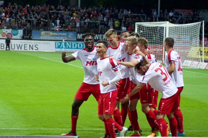 Köln fertigt Karlsruher SC ab – Spielbericht + Bilder