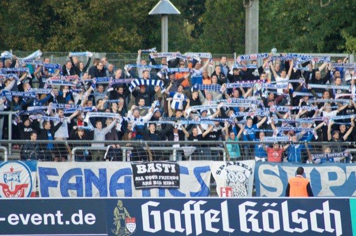 Andrist schießt Rostock zum Sieg in Köln – Spielbericht + Bilder
