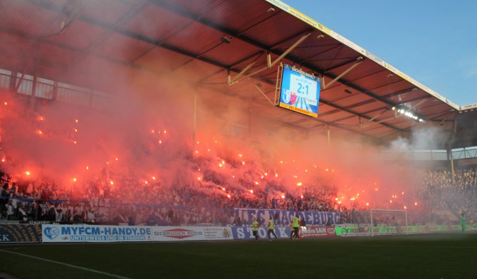 Pyro beim Spiel gegen Mainz (Foto Huebner)
