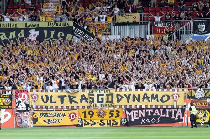 Dynamo Fans in Mainz (Foto Huebner)