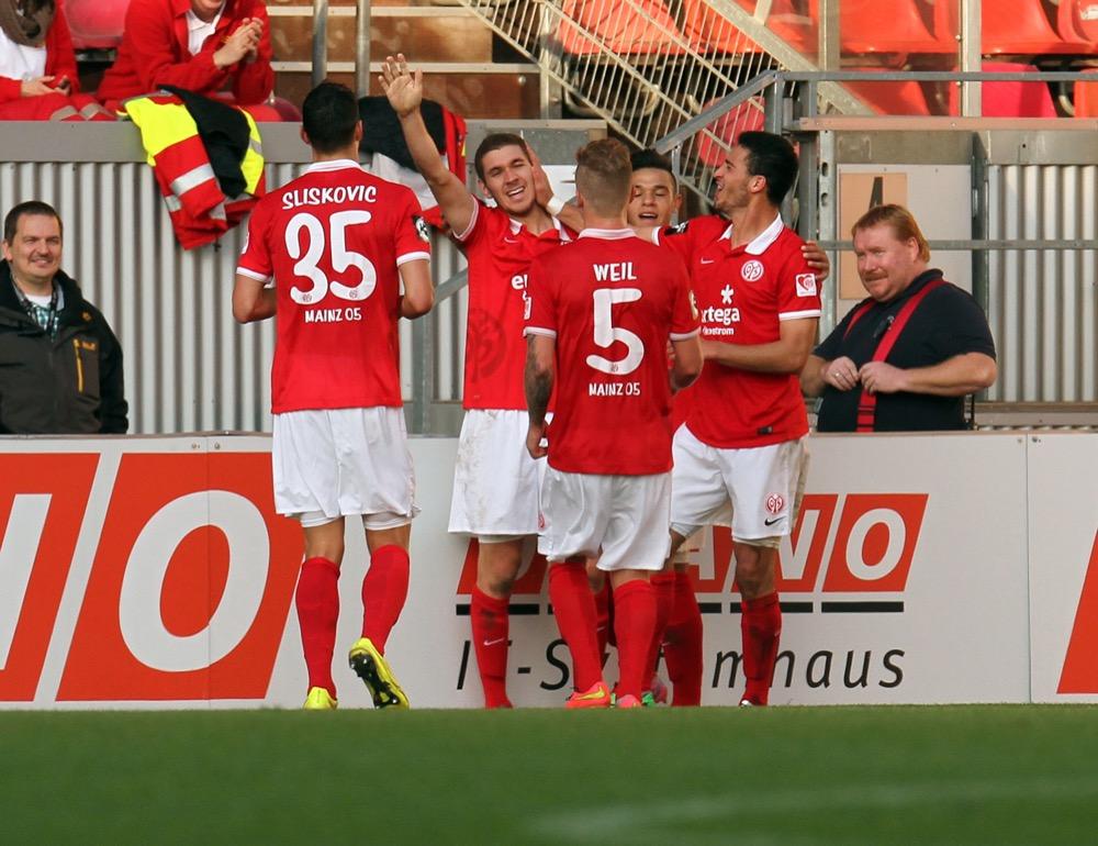 Mainzer Premierenspiel gegen Halle