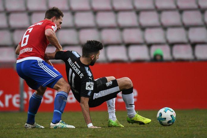 24. Spieltag 17/18: SpVgg Unterhaching - Hallescher FC - Bild