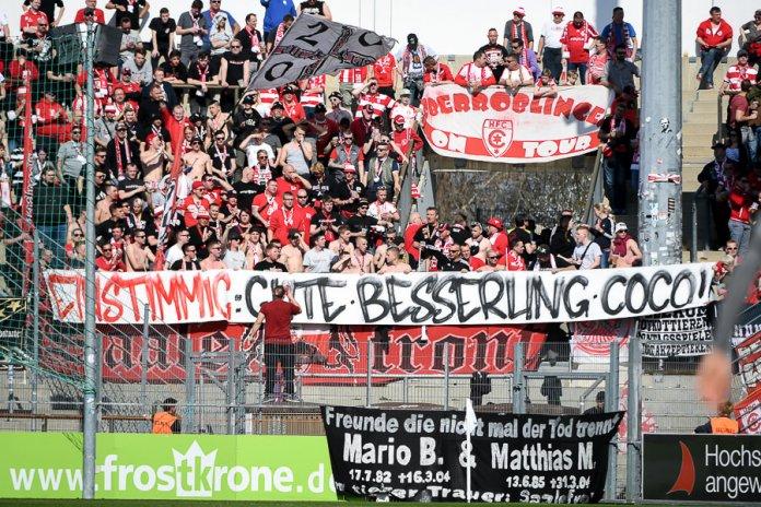 31. Spieltag 18/19: SpVgg Unterhaching - Hallescher FC - Bild