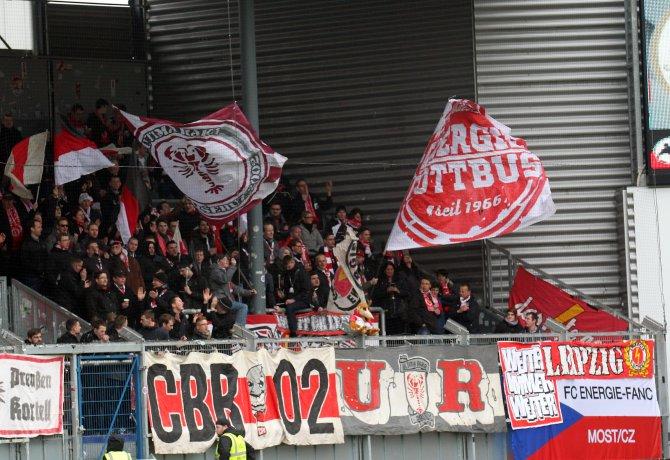 Cottbus Fans in Wehen (Foto Huebner)