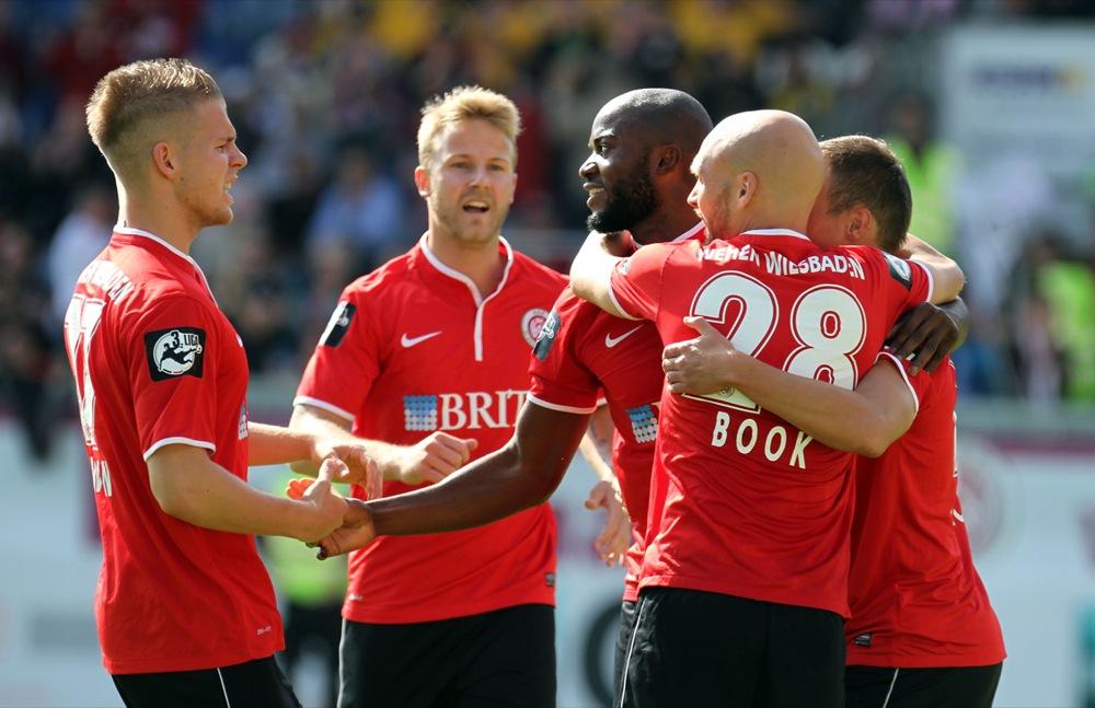 Wehen Wiesbaden nach 2:0 Sieg über Regensburg Tabellendritter - Spielbericht