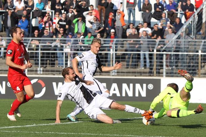 Würzburg und Aalen trennen sich nach einer flotten zweiten Halbzeit mit 2:2 - Spielbericht + Bilder