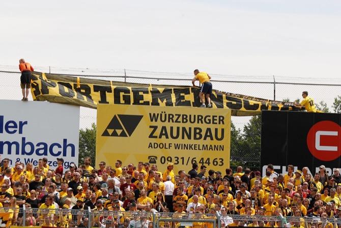 Dynamo Fans in Würzburg (Frank Scheuring)