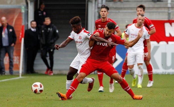 13. Spieltag 18/19: Würzburger Kickers - Hallescher FC - Bild