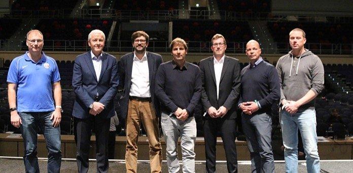 (v.l.) Christian Stapel, Günter Fett, Martin Ohde, Rainer Lemmer, Henryk Bogdanow, Dr. Chris Müller und Sebastian Eggert  (Foto:  F.C. Hansa Rostock)