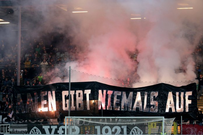 VfR Aalen Ultras mit Pyroshow gestern Abend