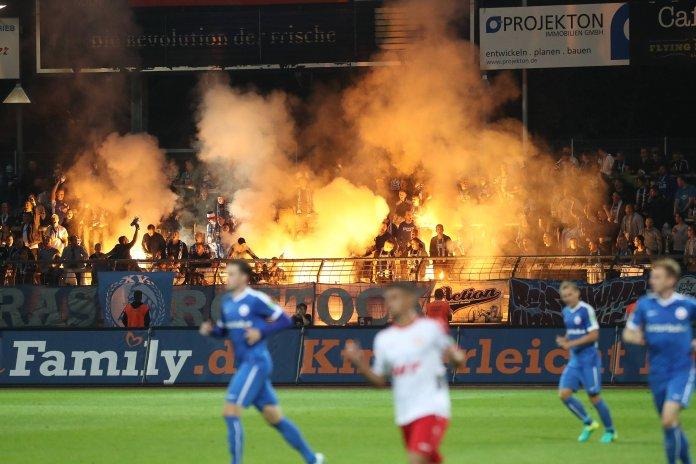 Pyroshow in Köln (imago/Manngold)