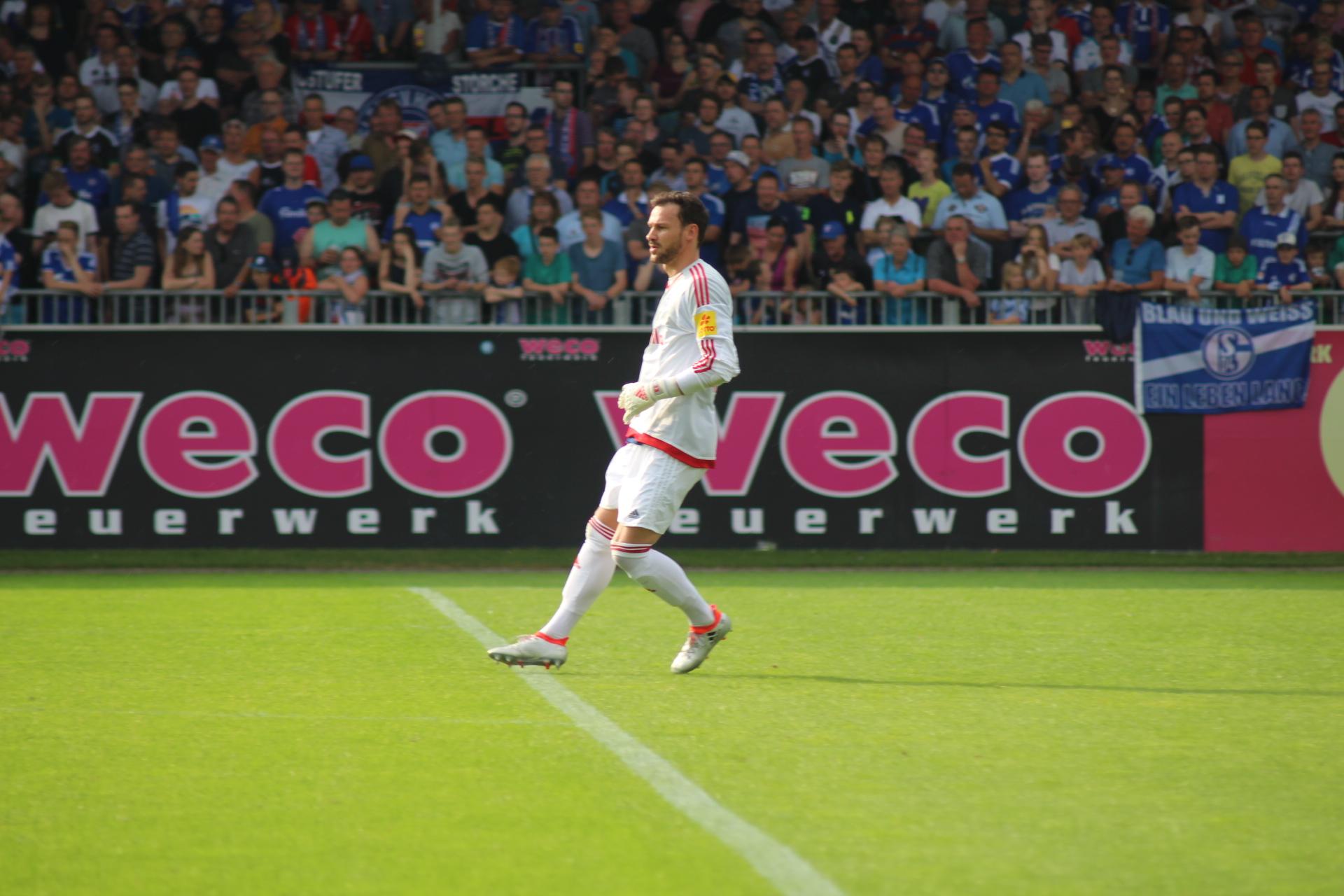 Endlich wieder auf dem Platz. Kenneth Kronholm beim Testspiel gegen Schalke 04 (1:2). (Marius Heyden)