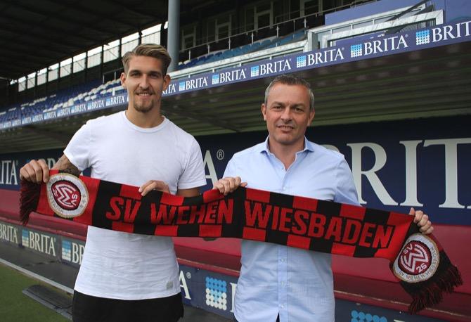 Freuen sich über die zukünftige Zusammenarbeit beim SVWW: Robert Andrich (l.) und Sportdirektor Christian Hock. (Foto: svww.de