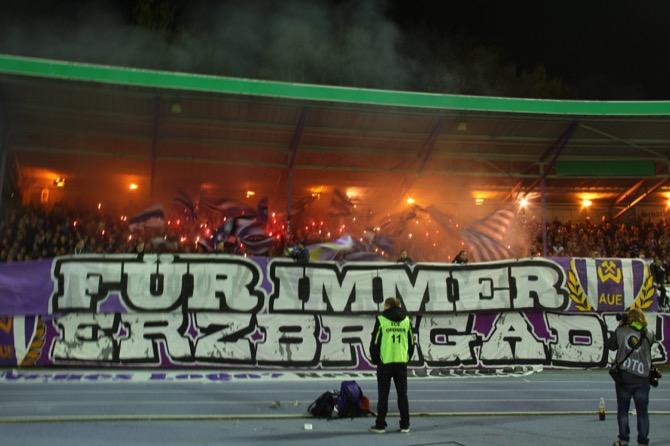 Choreo der Aue Fans (imago/Jan Huebner)