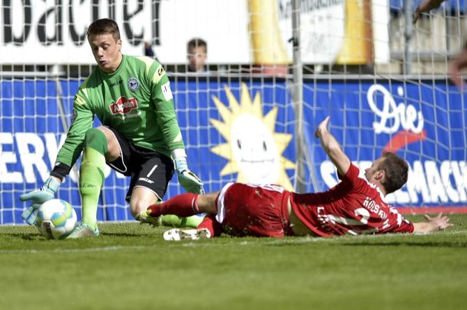 Kampf um den Aufstieg beim Spiel Bielefeld gegen Kiel (imago/pmmk)