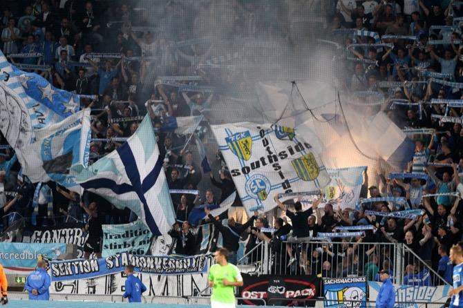 Pyro der CFC-Fans (imago/Karina Hessland)