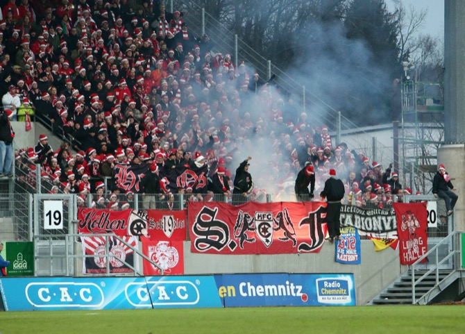 Halle gewinnt Derby in Chemnitz mit 2:0 - Spielbericht