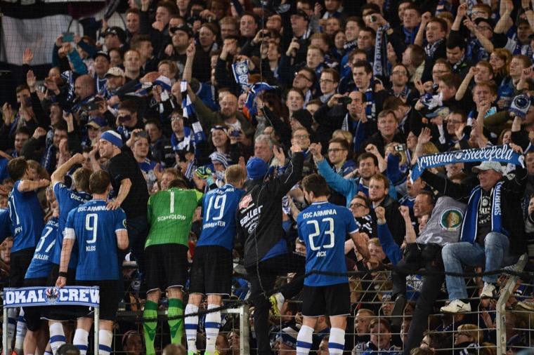 Feier nach dem Sieg gegen Gladbach (imago/Revierfoto)